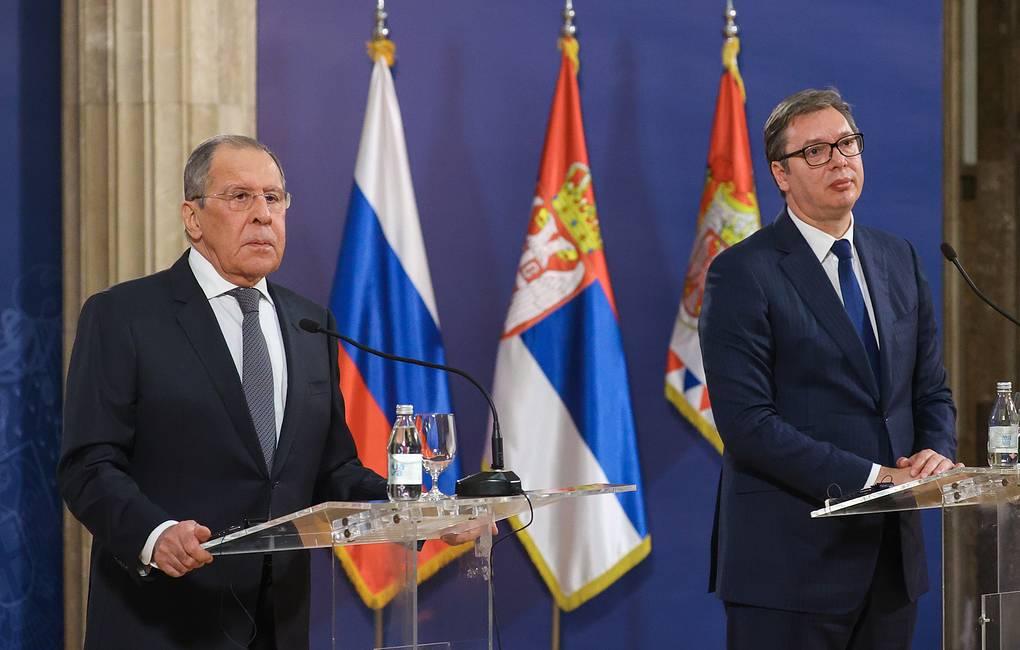BELGRADE, SERBIA – OCTOBER 10, 2021: Russia's Foreign Minister Sergei Lavrov (L) and Serbia's President Aleksandar Vucic give a joint news conference following their talks. Russian Foreign Ministry/TASS  Ñåðáèÿ. Áåëãðàä. Ìèíèñòð èíîñòðàííûõ äåë Ðîññèè Ñåðãåé Ëàâðîâ è ïðåçèäåíò Ñåðáèè Àëåêñàíäð Âó÷è÷ (ñëåâà íàïðàâî) âî âðåìÿ ïðåññ-êîíôåðåíöèè ïî èòîãàì âñòðå÷è. Ïðåññ-ñëóæáà ÌÈÄ ÐÔ/ÒÀÑÑ